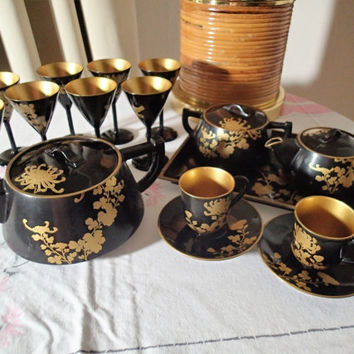 Lacquer Ware Tea Saki set, Hollywood Regency 19 piece set from the 1950s, Made in Japan