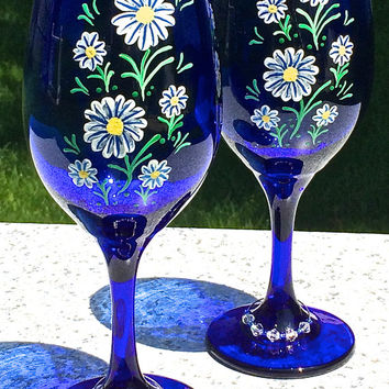 Hand Painted Blue Wine Glasses With Daisies and Wine Glass Charms, Wedding Glasses, Birthday Gift, Anniversary Gift, Wedding Gift