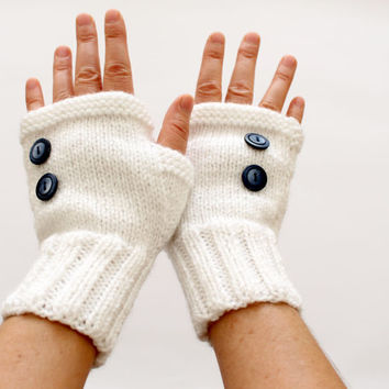 Fall Trends / Knitting Fingerless Gloves. Fashion 2014. Girls Women. Valentines Day./Love / White