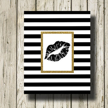Kiss Lips Gold Glitter Print Black and White Stripe Printable Instant Download Digital Art Print Wall Art Home Decor G136ggst