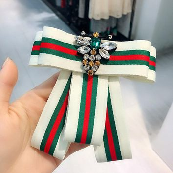 Korean Simple College Stripe Rhinestone Bee Bow Tie Fabric Brooch for Girl Women Fashion Clothes Corsage Jewelry Accessories