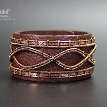 Wire Wrapped Bracelet. Bracelet made of copper wire and leather.
