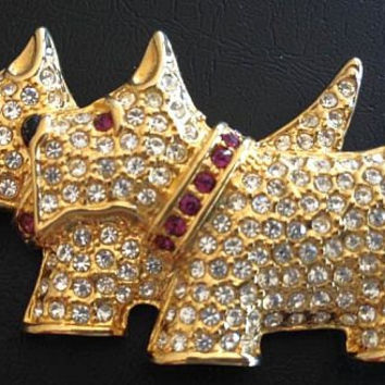 """Scottie Dog Brooch Pin By Napier Signed Pave Clear ice Rhinestones Red Collar Gold Metal 2"""" Vintage"""