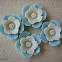4PCS - Shabby Daffodil Cabochons - Resin - White on Blue - 12mm - Cabochons by ZARDENIA