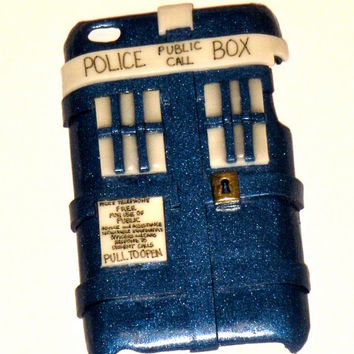Doctor Who inspired TARDIS iPod Touch iTouch 4 hard cover case (GLOWS in the dark)