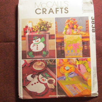 SALE Uncut McCall's Sewing Pattern, 3838! Arts & Crafts/Interior Design/Home Decor/Kitchen Accessories/Snowman placemats/Runners/Centerpiece