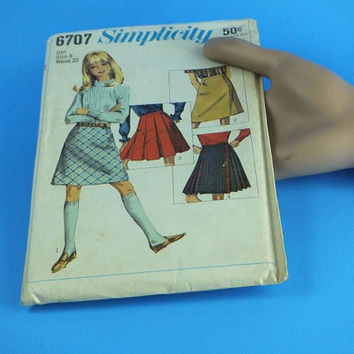 1960s Vintage Simplicity Sewing Pattern / Girl's Set of Skirts / box pleats
