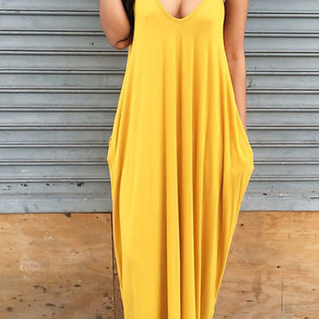 Women's Yellow Scoop Neck Strappy Flowy Pleated Long Maxi Dress with Pockets