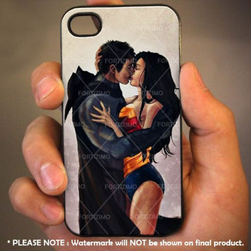 Batman and Wonder women kissing romantic iPhone Case And Samsung Galaxy Case