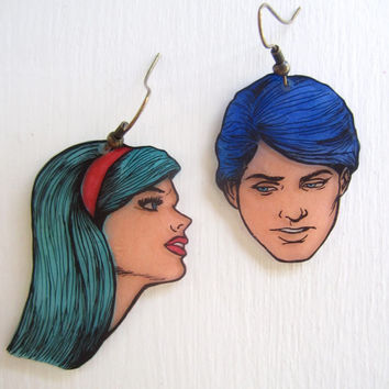 Romance comic couple earrings