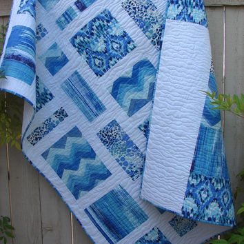 Ocean Blue Modern Quilt Throw Blanket Bed Coverlet in Blue and White