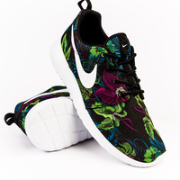Nike Roshe Run Print Fuchsia Flash/Black/White Sneaker