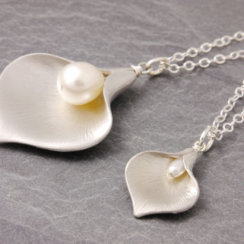 Mother-Daughter Necklace: Calla Lily by Megu's Attic