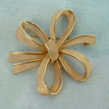 TRIFARI Multi Ribbon Bow Brooch Pin Vintage Designer Jewelry