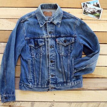 Vintage 80s LEVI'S Size 40 (Men's S-M fit) Denim Trucker Jacket <> Stone-Washed Blue Jean Classic 70506-0216 Four Pocket