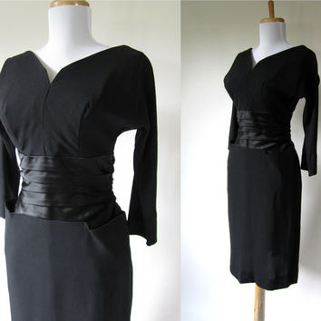 Vintage 1940s Dress / 40s Dress / Black Cocktail Dress / Ruched Waistline / Amazing Pockets /103