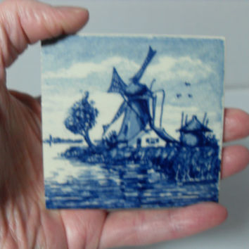 Delft Blue Holland wall hanging, hand painted vintage Dutch tile, vintage Holland souvenir, Gingerslittlegems