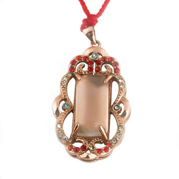 Jade pendant with red crystal