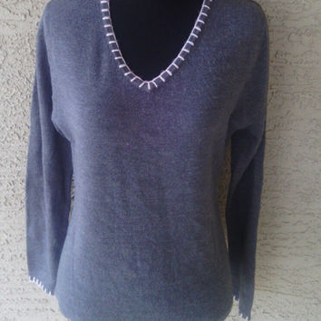 Bill Blass designer sweater Vneck gray and pink with tags never worn acrylic medium classic feminine sexy