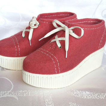 Outdoor felted shoes with PU soles. Felted wool shoes in crimson. Organic eco fashion women shoes. Woolen shoes.