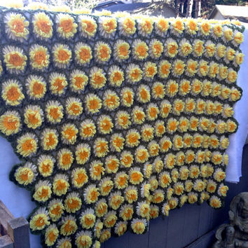 Vintage 70s Yellow Daisy Flower Afghan Throw Blanket Flower Loom Crochet Linked Shawl