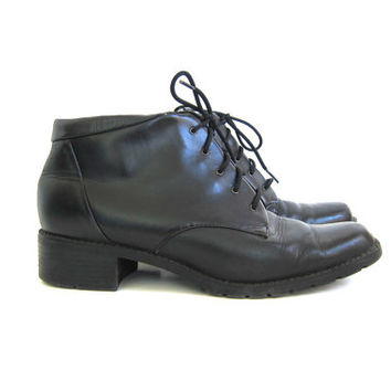 Vintage black leather ankle boots. Lace up boots. granny boots. women's shoes size 9.5
