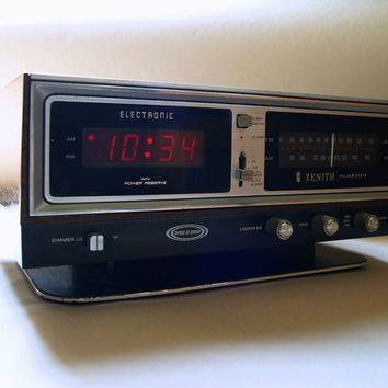 70s VINTAGE Circle of Sound CLOCK RADIO Zenith Solid State Electronic Digital Working Alarm Clock and Radio with Light Up Face & Faux Bios