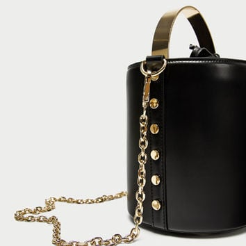 BUCKET BAG WITH METAL HANDLE DETAILS
