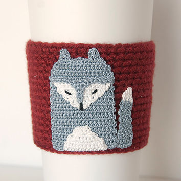 Silver Fox Cozy, cup cozy, coffee cozy, crochet sleeve, crochet fox applique, brick red sleeve, silver gray fox with white highlites