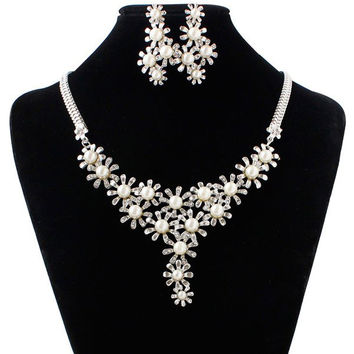 A Suit of  Faux Pearl Sunflower Necklace and Earrings