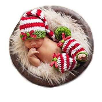 A Coberllus Newborn Baby Photo Props Outfits Crochet Christmas Hat and Sock Set