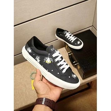 Fendi 2018 new low to help small monster print graffiti casual breathable white shoes Black