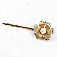 Gold flower hair pin, gold pearl bobby pin, flower bobby pin, pearl bridal hair pin, wedding hair pin, bridal bobby pin, flower hair clip
