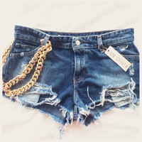 Distressed shorts with gold chain