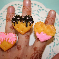Pink kawaii chocolate and strawberry fondant love heart cookie adjustable rings
