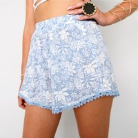BLUE RESORT FLORAL BEACH LACE SCALLOPED HEM SHORTS 6 8 10 12