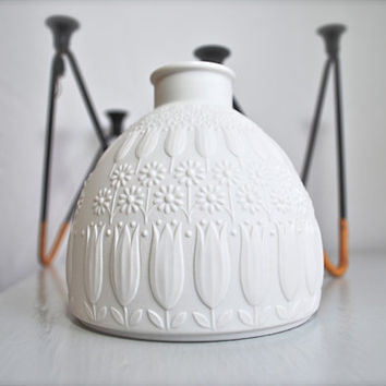 Mid Century West German Matte White Porcelain Vase by Nanny Still for Heinrich