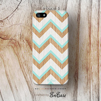 3D-sublimated,Mobile accesories, iPhone 4, iPhone 4S, iPhone 5,Geometric aztec Blue and white chevron on wood pattern.