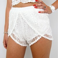 BOHEMIAN LACE CROCHETED CROSSOVER SCALLOPED HEM WRAP BEACH SHORTS 6 8 10 12