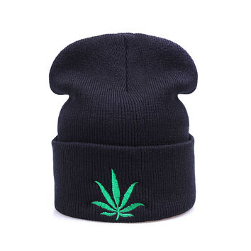 Green Weed Leaf Beanie Fashion Winter Warm Casual Knitted Mens & Womens Black Cuffed Skully Hat