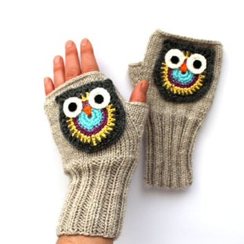 Owl Hand Knit / Fingerless Gloves in Beige / Boys And Girls / Winter Fashion . Trending item . Handmade