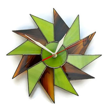 Starburst Wall Clock lime green and wood braun. Stained Glass Decor with Geometric Design. Modern Wall Art.