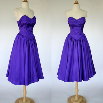 1980's purple prom dress, strapless satin dress, fit and flare dress, 80's does 50's, heart shaped bodice, bombshell dress, Size small US 6