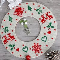 Christmas wreath tree ornament holly mistletoe reindeer decoration Gift for Christmas tree decoration natural linen round green red  white