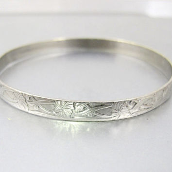 Sterling Silver Bangle Bracelet.  Art Nouveau Floral Repousse Stacking Bracelet. Antique 1940's Danecraft Style Jewelry.