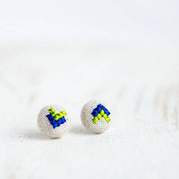 Arrow stud earrings - cross stitch earrings - hand embroidery - textile jewelry - e009blue