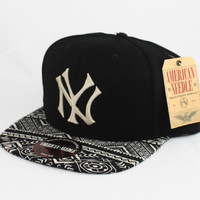 123STRAPBACKS New York Yankees Logo Tribal Bill Strapback HatBlackTribal
