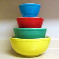 Vintage 1940s Pyrex Primary colors nesting by TheOldVintageShoppe