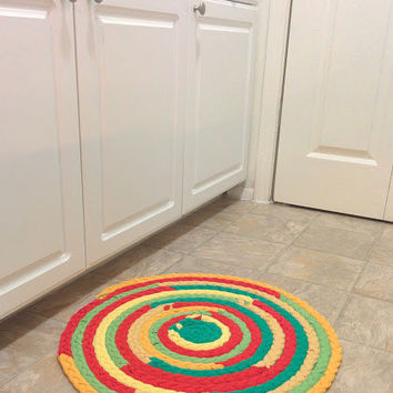 Green Red Yellow Rug, Upcycled Tshirt Rug, Round Braided Rug, Braided Rug, Rasta Colors, Hand Braided Rug, Handmade Rug, Recycled Rug