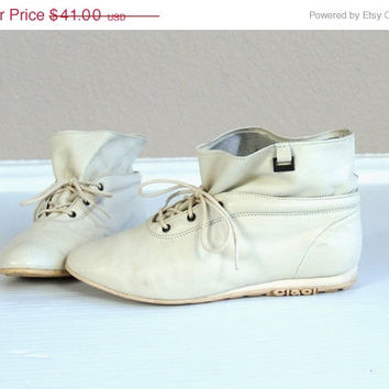 20% off vtg 80s CIAO! Ivory leather ANKLE BOOTS pixie 6 lace up sneakers flats